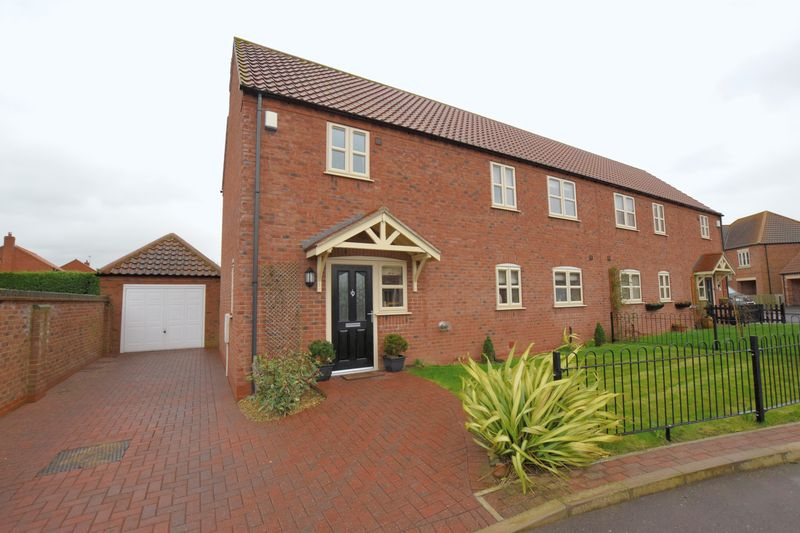 3 Bedrooms Semi Detached House for sale in Fenton Fields, Fenton, Lincoln