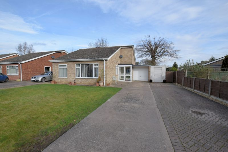 3 Bedrooms Detached Bungalow for sale in Goldfinch Close, Skellinthorpe, Lincoln