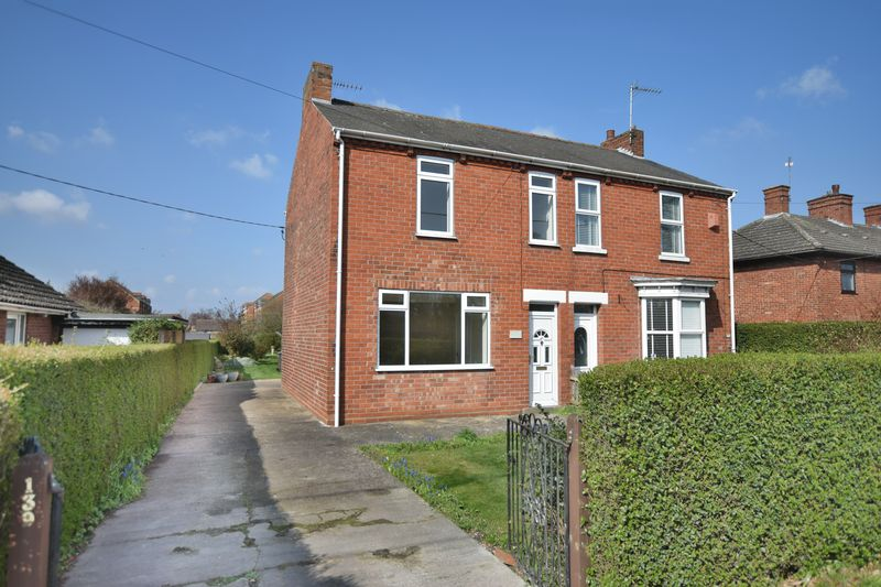3 Bedrooms Semi Detached House for sale in Newark Road, North Hykeham, Lincoln