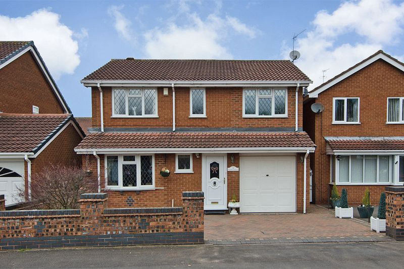 4 Bedrooms Detached House for sale in Thistledown Drive, Heath Hayes, Cannock