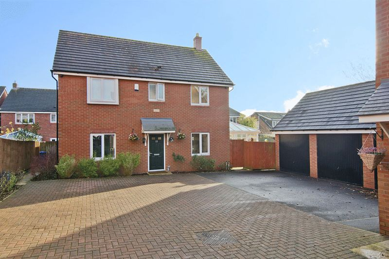 4 Bedrooms Detached House for sale in Pine Tree Close, Burntwood