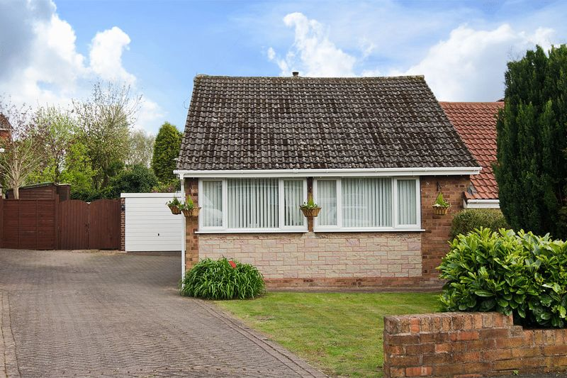 2 Bedrooms Semi Detached Bungalow for sale in Balmoral Drive, Hednesford, Cannock
