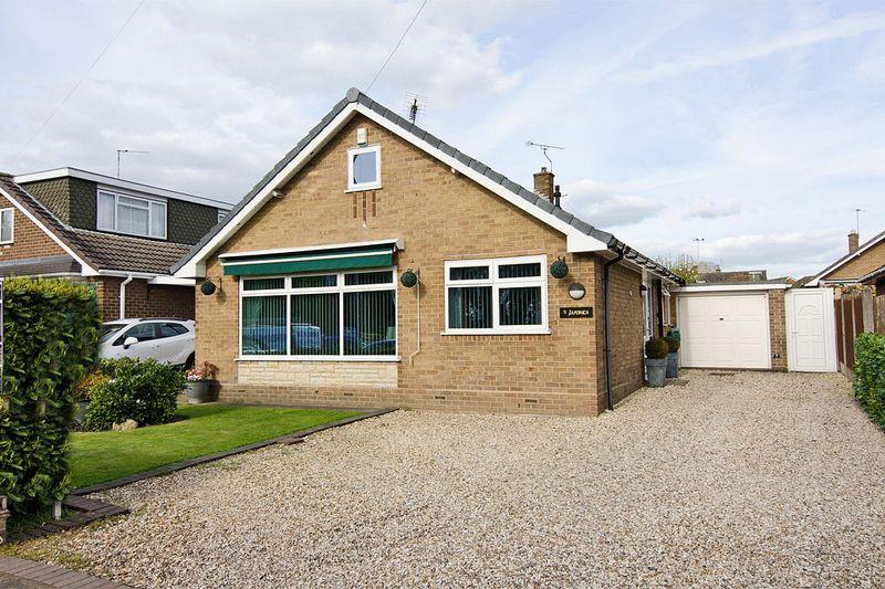 3 Bedrooms Detached Bungalow for sale in Wellington Drive, Cannock