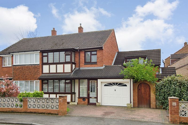 4 Bedrooms Semi Detached House for sale in Simmonds Road, Bloxwich, Walsall