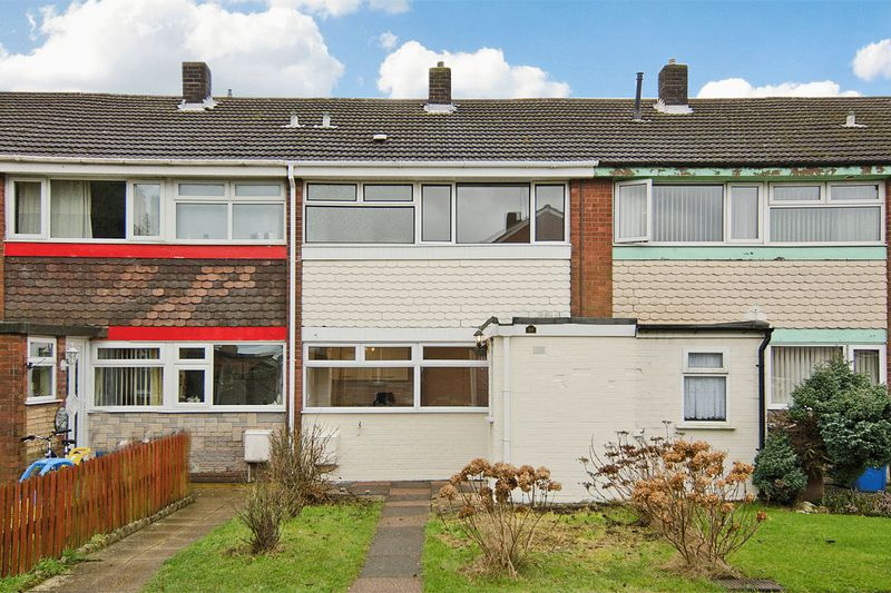3 Bedrooms Terraced House for sale in Thistledown Avenue, Burntwood
