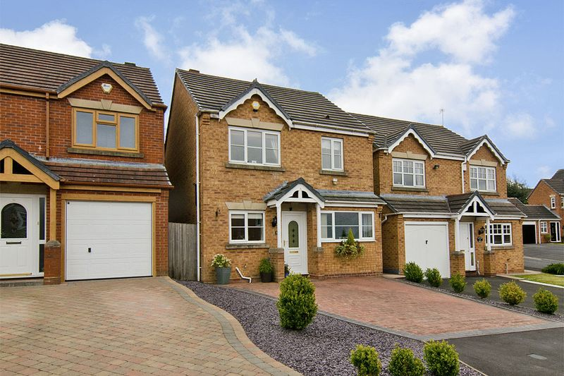 3 Bedrooms Detached House for sale in Adelaide Drive, Wimblebury,Cannock