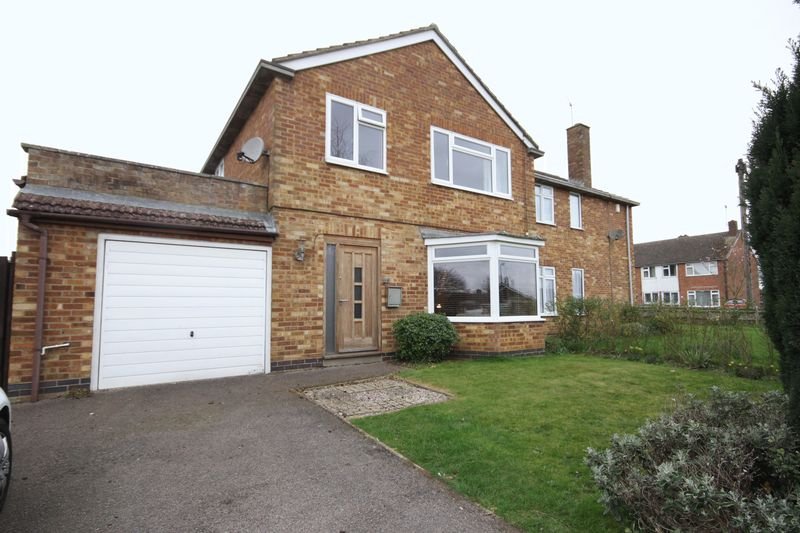 3 Bedrooms Semi Detached House for sale in Stanwell Lea, Middleton Cheney
