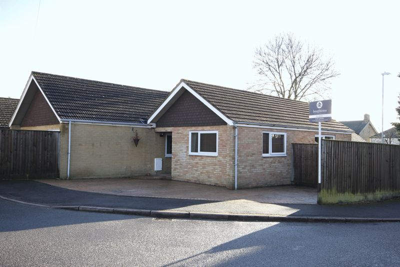 4 Bedrooms Detached Bungalow for sale in Fox Lane, Brackley