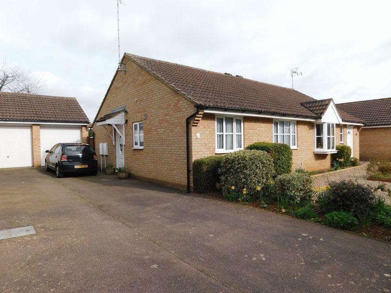2 Bedrooms Semi Detached Bungalow for sale in Horton Close, Banbury