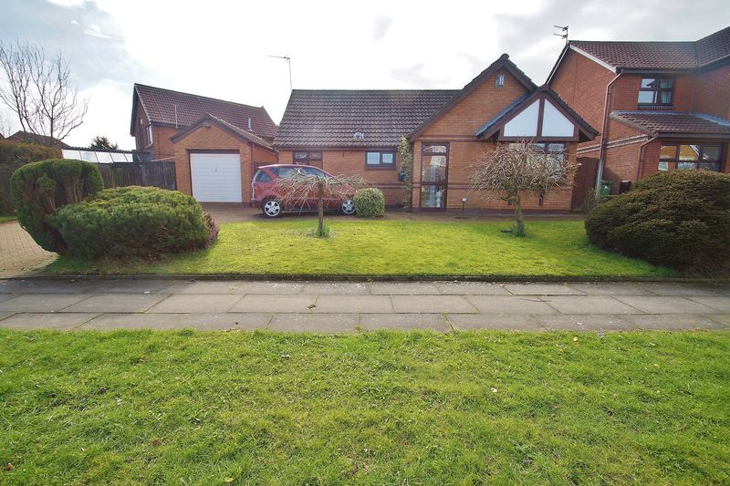 2 Bedrooms Detached Bungalow for sale in Folkestone Road, Southport