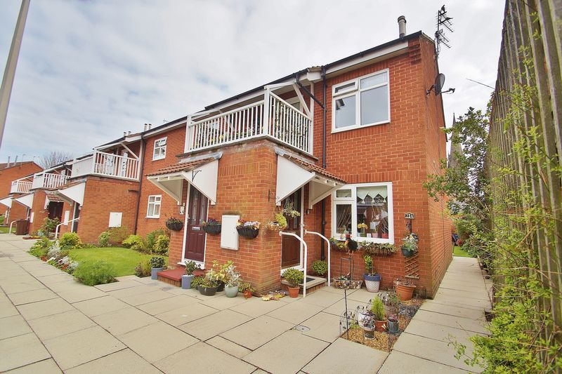 2 Bedrooms Flat for sale in Manchester Road, Southport