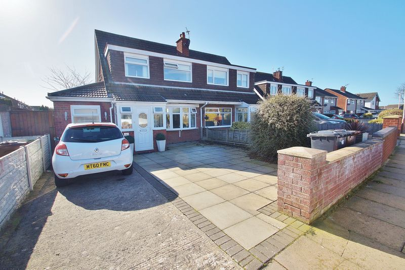 3 Bedrooms Semi Detached House for sale in Glencoyne Drive Southport