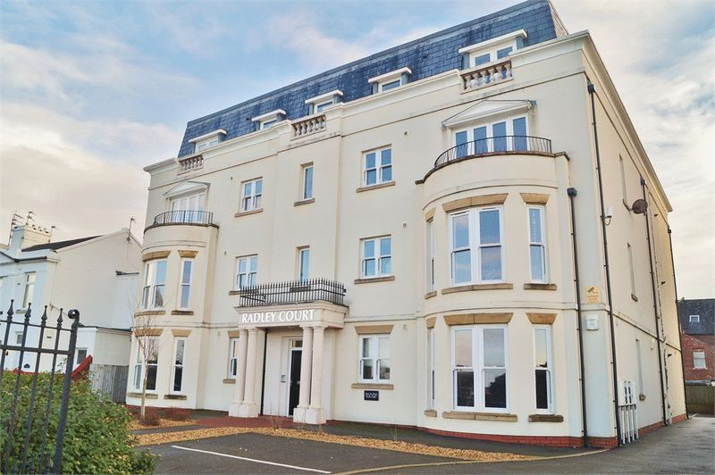 2 Bedrooms Flat for sale in 26 The Promenade, Southport