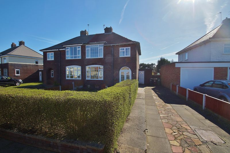 3 Bedrooms Semi Detached House for sale in Pauls Lane, Southport
