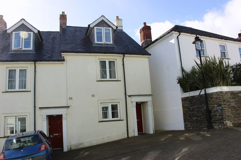 3 Bedrooms Terraced House for sale in Chapmans Way, St. Austell