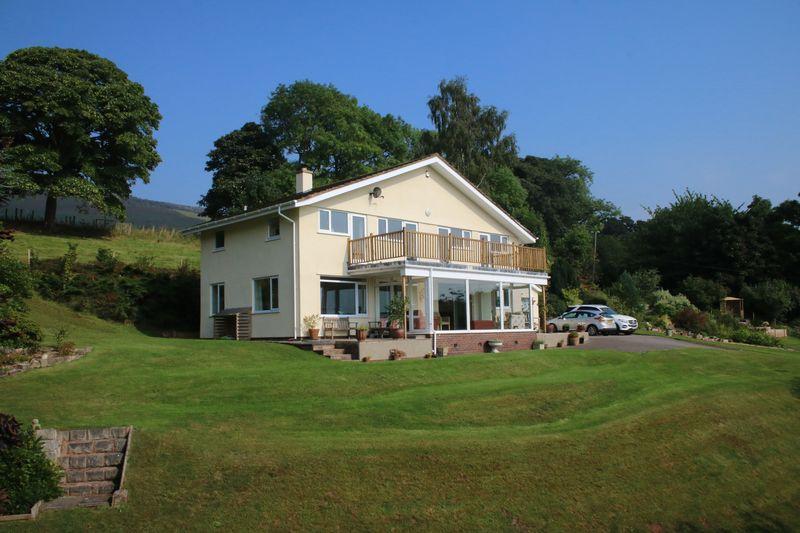 4 Bedrooms Detached House for sale in Llandyrnog