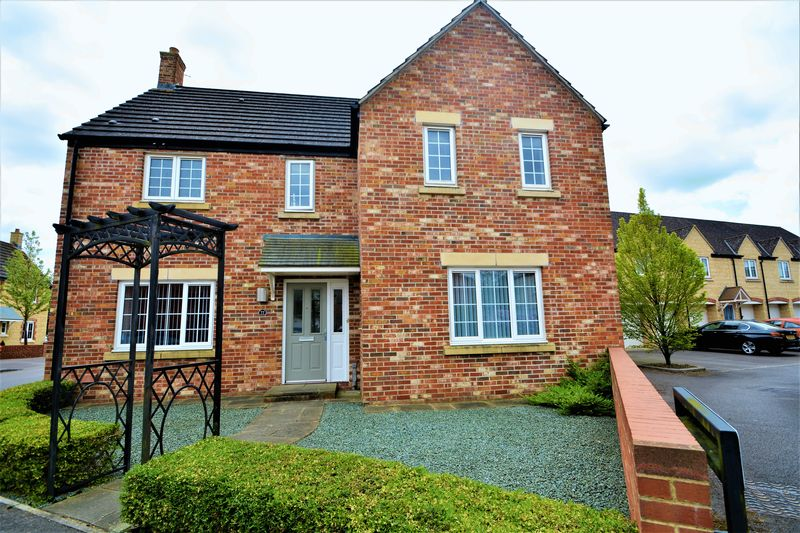 4 Bedrooms Detached House for sale in Cassini Drive, Oakhurst, Swindon.