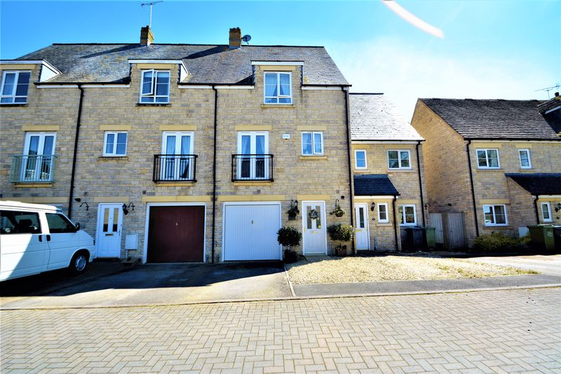 3 Bedrooms Terraced House for sale in Croft Close, Latton, Wiltshire