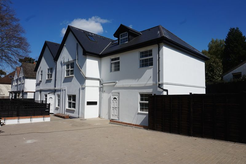 2 Bedrooms Flat for sale in Banstead Village