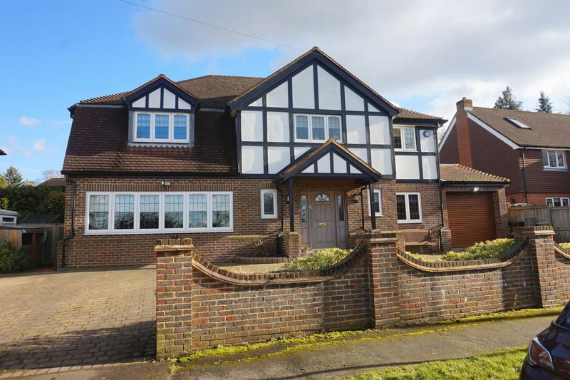4 Bedrooms Detached House for sale in Banstead Village
