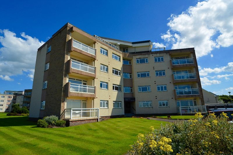2 Bedrooms Flat for sale in Fairfield Park, Ayr