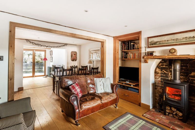 3 Bedrooms Semi Detached House for sale in A beautifully presented three double bedroom home in the delightful Buckland village
