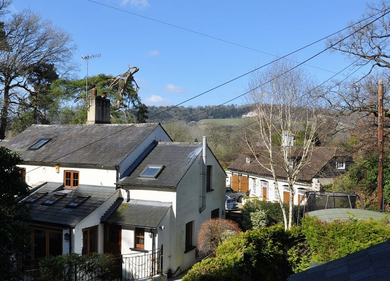 3 Bedrooms Semi Detached House for sale in Sandpit Cottages, Buckland