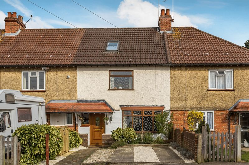4 Bedrooms Terraced House for sale in Four bedroom family home in Dorking town centre