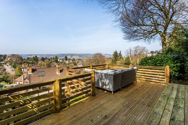 4 Bedrooms Detached House for sale in Dorking