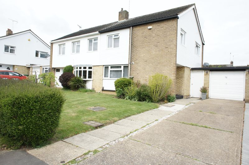 3 Bedrooms Semi Detached House for sale in Kingswood, Basildon