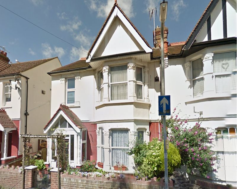 3 Bedrooms Semi Detached House for sale in Beedell Avenue, Westcliff-On-Sea