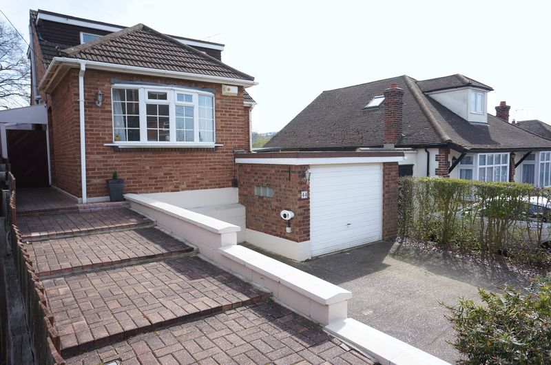3 Bedrooms Detached House for sale in Clarence Road, South Benfleet