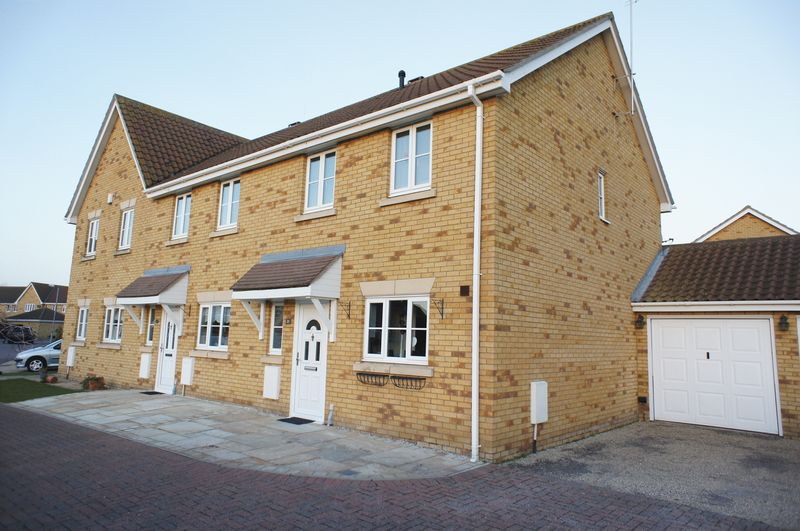 3 Bedrooms Terraced House for sale in Heather Close, Canvey Island