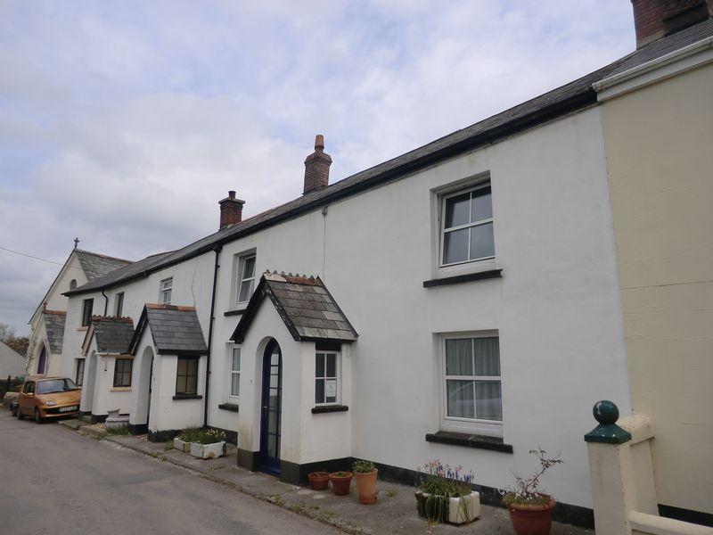 3 Bedrooms Terraced House for sale in Okehampton