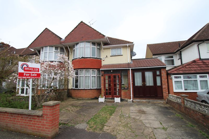 4 Bedrooms Semi Detached House for sale in Manor Way, North Harrow