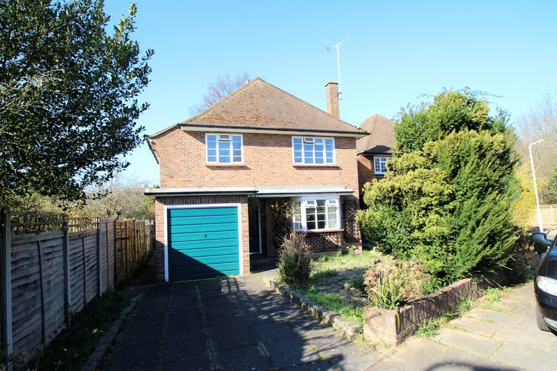 3 Bedrooms Detached House for sale in Raisins Hill, Pinner