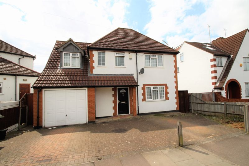 4 Bedrooms Detached House for sale in Rayners Lane, Harrow