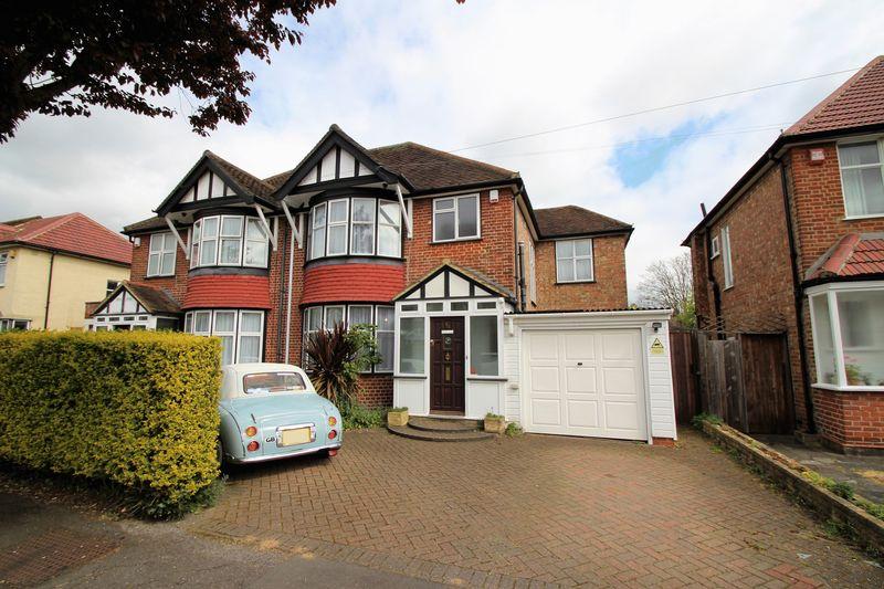 4 Bedrooms Semi Detached House for sale in Manor Way, North Harrow