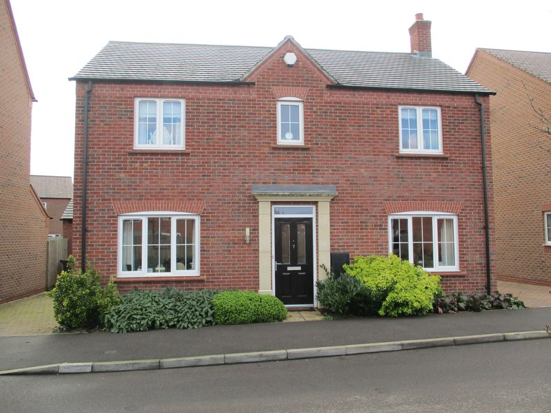 4 Bedrooms Detached House for sale in Greyhound Croft, Hinckley