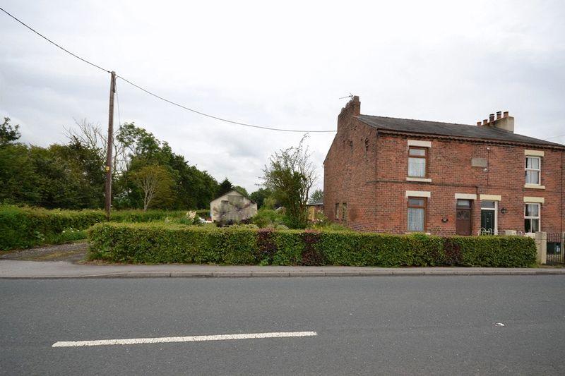 North Road, Bretherton