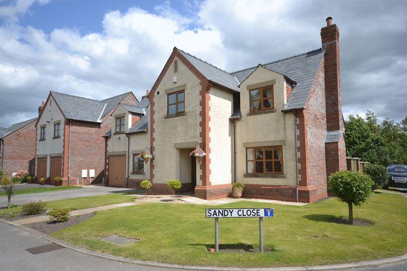 Sandy Close, Newburgh