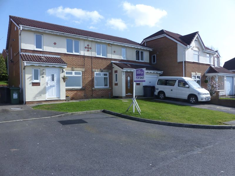 3 Bedrooms Semi Detached House for sale in Waterside Close, Moorside