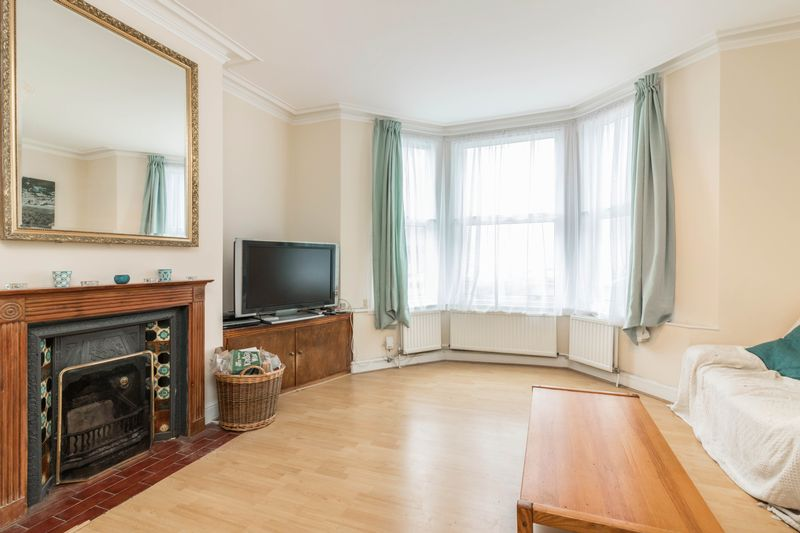 3 Bedrooms Flat for sale in Iverson Road, W. Hampstead