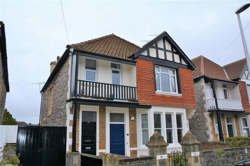 3 Bedrooms Flat for sale in Quantock Road, Weston-Super-Mare