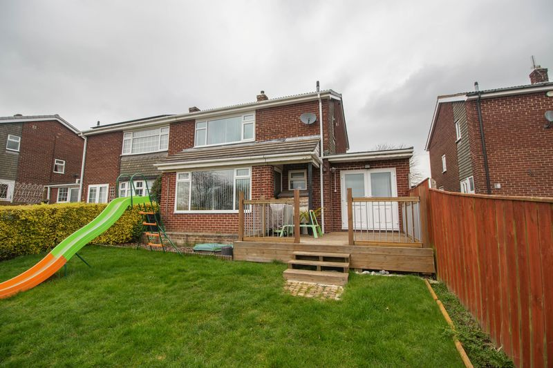 3 Bedrooms Semi Detached House for sale in Stephenson Way, Winlaton