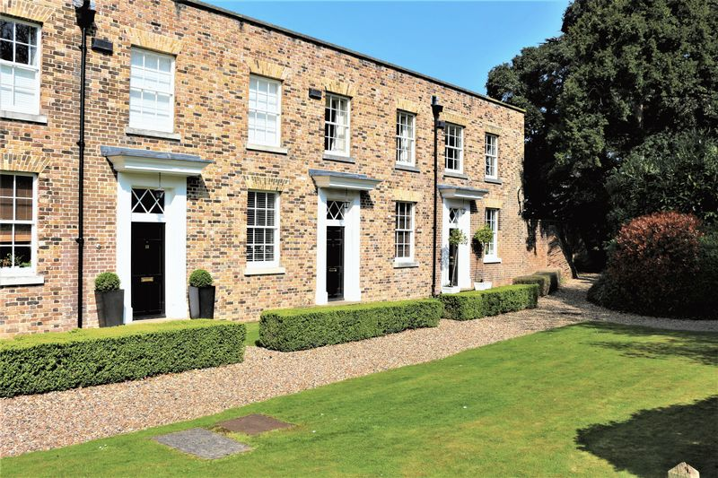 4 Bedrooms Terraced House for sale in Cedar Park, Chigwell