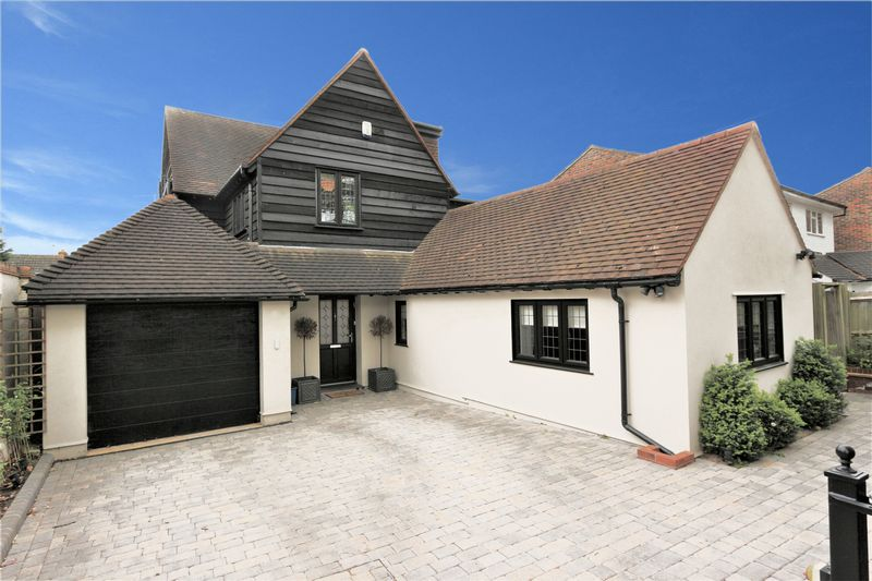 4 Bedrooms Detached House for sale in Church Lane, Loughton