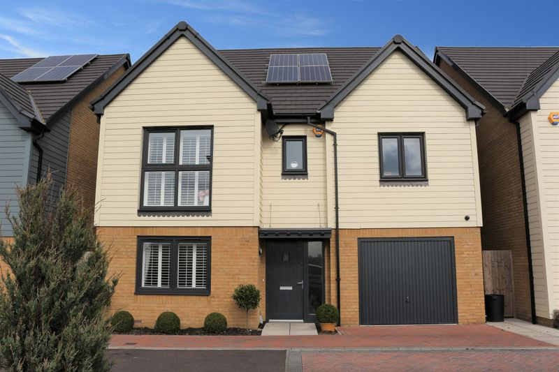 4 Bedrooms Detached House for sale in Fitzherbert Close, Woodford Green