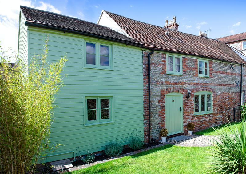 2 Bedrooms Semi Detached House for sale in 8 George Street, Warminster