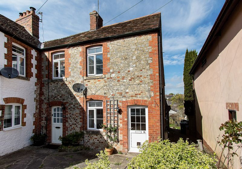 2 Bedrooms Terraced House for sale in Marsh Street, Warminster